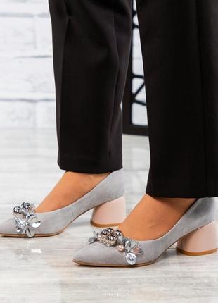 Туфли женские лодочки с декором с натуральной итальянской замши серого цвета стильные