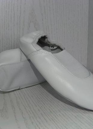 Чешки кожаные детские белые с резинкой по заднику с 26р.-32р3 фото