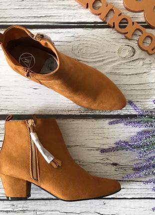 Трендовые полуботинки на скошенном каблуке с декоративной кисточкой    sh1717
