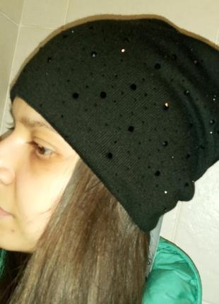 Стильная шапка черная бини стразы svarovski флис
