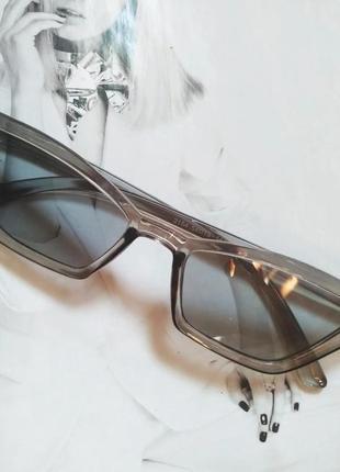 Стильные винтажные  очки солнцезащитные с острыми углами дымчатый