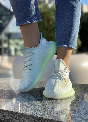 Кроссовки со светящимся шнурками