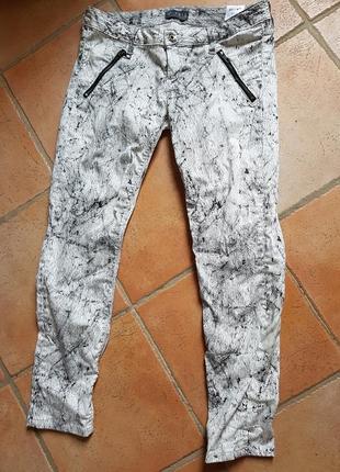 Скинни джинсы с принтом guess размер 29 оригинал