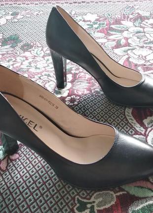 Кожаные чёрные туфли juvkel