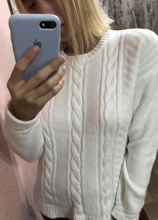Вязаный свитер в косичку