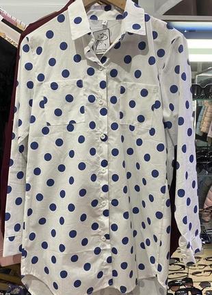 Красивая женская длинная рубашка в синий горох