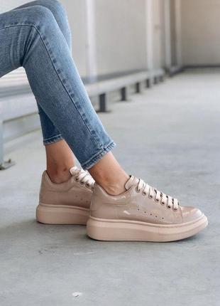 Лакированные женские кроссовки alexander mcqueen бежевый цвет (36-40)💜