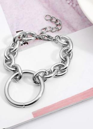 Женский браслет с крупными звеньями и большим кольцом посередине