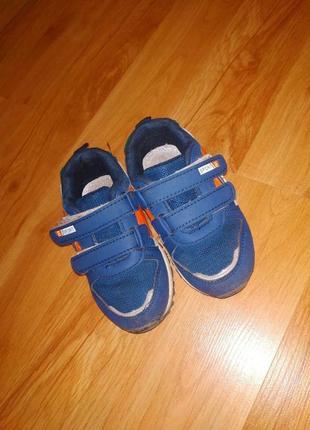 Демисезонные кроссовки.