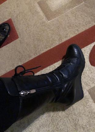 Черные зимние сапожки на платформе
