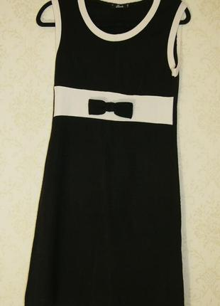Трикотажное платье удобное и стильное
