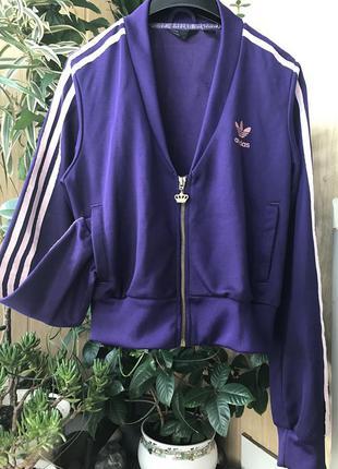 Яркая спортивная курточка от adidas