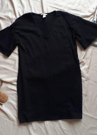 Чорна базова сукня