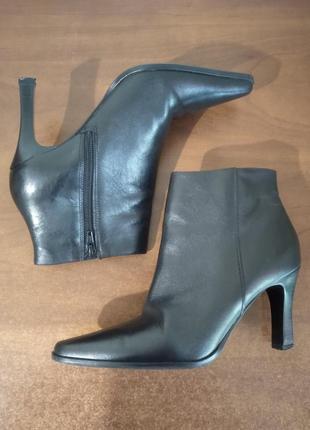 Кожаные полусапожки, полуботинки на каблуке
