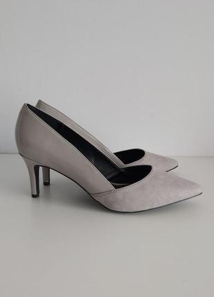 Серые замшевые туфли на широкую ножку new look
