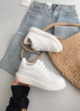 Женские кроссовки , распродажа