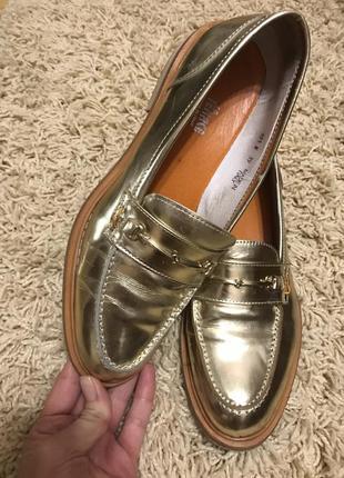 Лоферы , лаковое золото. туфли, кожа, италия.