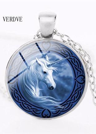 Кулон-кабошон круглый под стеклом с длинной цепочкой единорог голубой