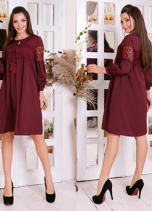 Платье свободного кроя с декоративными шнурками и вставкой из качественного гипюра.