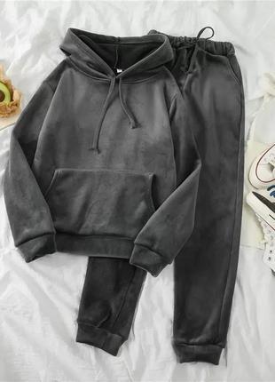 Бархатный/вельветовый спортивный костюм