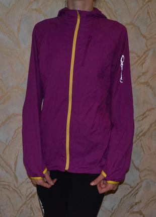 Очень легкая и невесомая спортивная влаго и ветро защитная курточка salomon