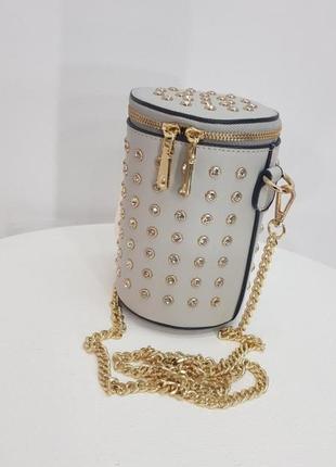 Красивенная каркасная сумка клатч бочонок тубус с шипами стразами камнями на цепочке