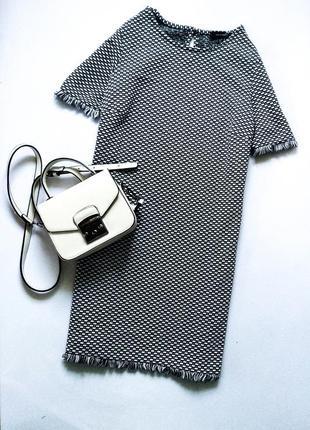 Стильное и красивое платье в клетку свободно кроя с необработанным низом бахромой в клетку