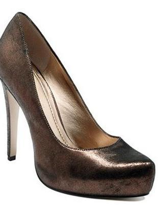 Стильные туфли с золотым напылением bcbgeneration натур. кожа