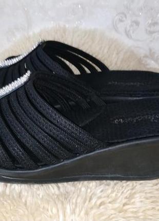 Skechers стильні шльопанці відомого бренду