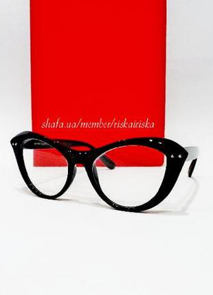 Имиджевые очки кошечки с вытянутыми уголками в ретро стиле.