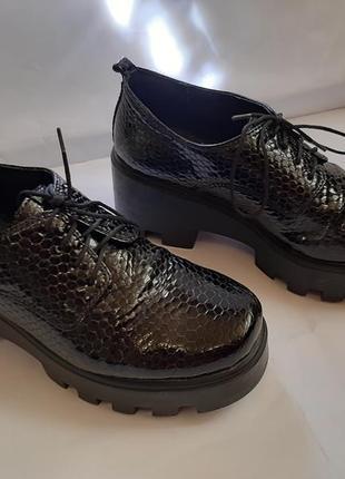 Лаковые туфли, натуральная кожа