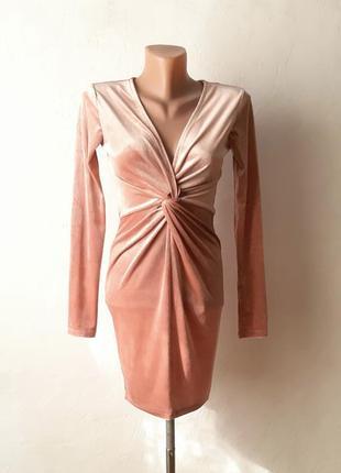 Красивое облегающее платье