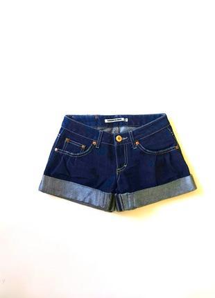 Джинсовые темно-синие котоновые шорты с манжетами terranova без потертостей