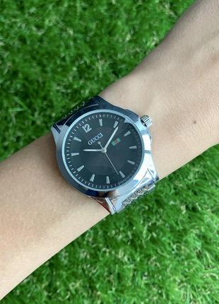 Женские наручные часы металлические серебристые с черным цвета серебро