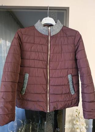 Куртка коротенькая.