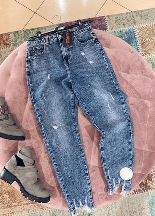 Стильные синие джинсы с рваным низом в наличии качество
