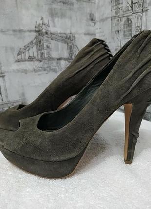 Зеленые болотные замшевые туфли на  шпильке с открытым носком