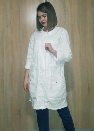 Белый джинсовый удлиненный тренч куртка пиджак парка с круглым воротом stradivarius