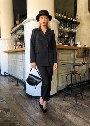 Базовый чёрный костюм