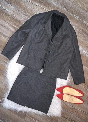 Стильный костюм двойка жакет/ пиджак/ юбка мини . в составе шерсть