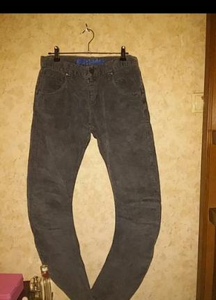 Брюки джинсы с кривыми штанинами вельветовые