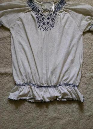 Стильная блуза , футболка с вышивкой