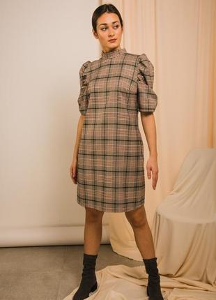 Платье с короткими рукавами и карманами
