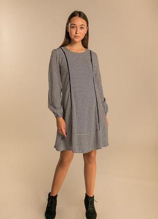 Короткое платье со вставками макраме спереди