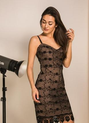 Коктейльное платье с вышивкой на сетке