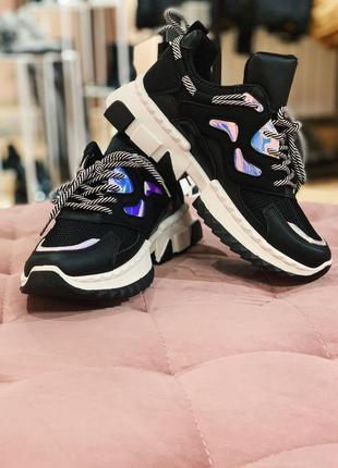 Стильные кроссовки в черном цвете в наличии скидка