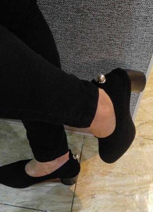Замшевые стрейч туфли-чулок с жемчугом