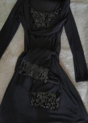 Очень красивое фирменое платье.