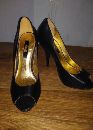 Чёрный туфли на высоком каблуке