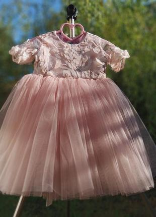 Нежное пудровое платье на годик